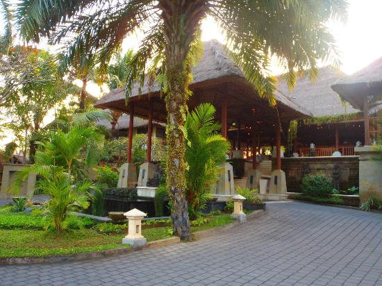 The Ubud Village Resort & Spa: Hotel Lobby