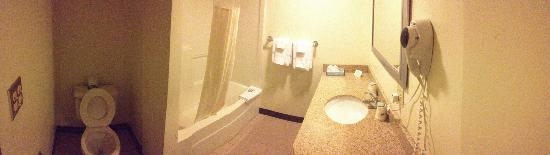 Travelodge Middletown Newport Area: Bathroom