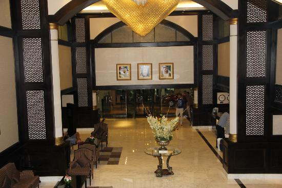 The Carlton Tower Hotel : The view of the Lobby Area