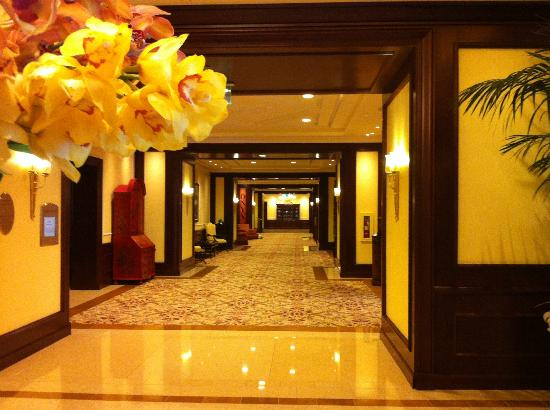 Four Seasons Hotel Westlake Village: hallway