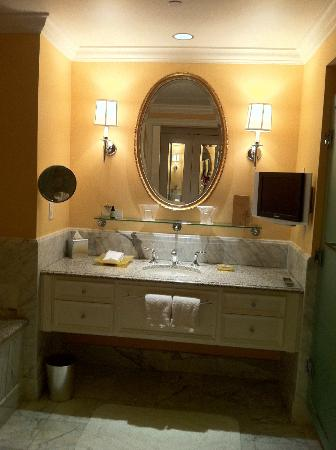 Four Seasons Hotel Westlake Village: Love the large bathroom