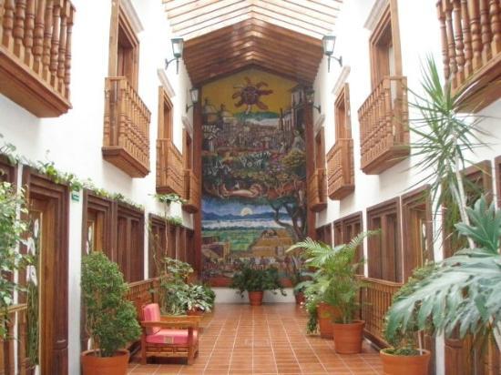 Mision Patzcuaro Centro Historico: Vista de una sección de habitaciones hotel Real Palmira
