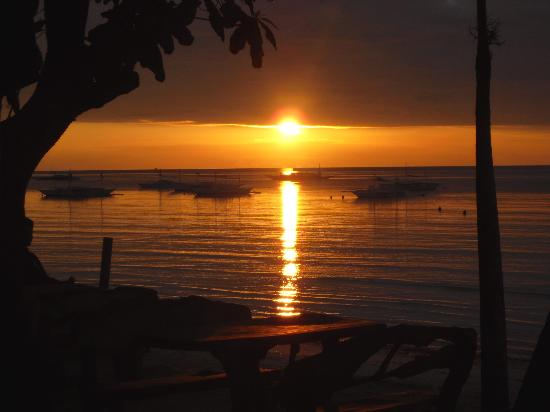Dumaluan Beach Resort: Sunrise, seen from the restaurant