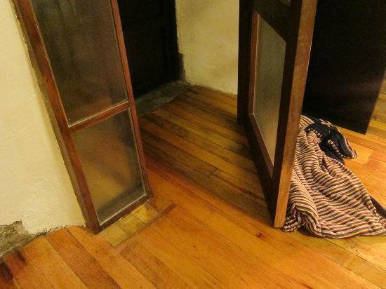 Unaytambo Hotel: front door room 101