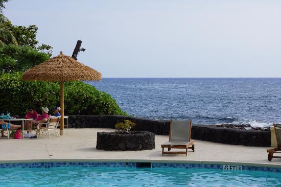 Royal Kona Resort: pool view
