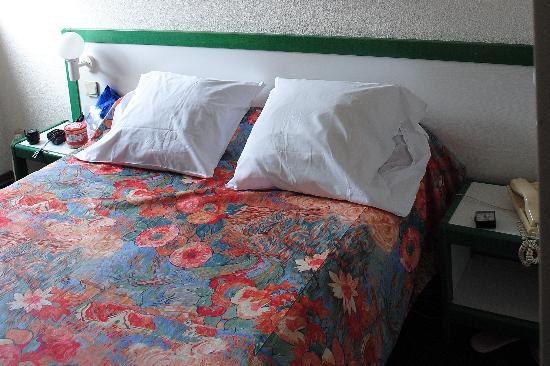 Hotel Paradis: Nice beds