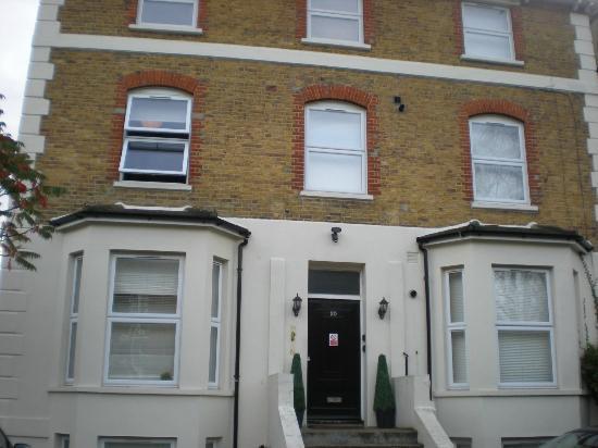 Camden Place Apartments: buitenkant