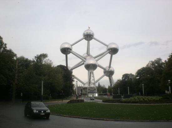 Le Centenaire: Atomium, right outside.