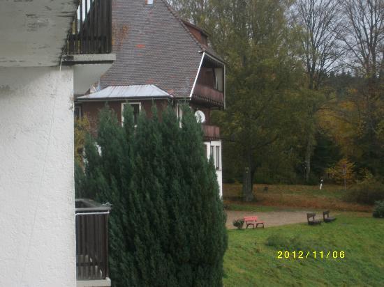 Rote Lache Hohenhotel: Blick vom Balkon unseres Zimmers zum Restaurant