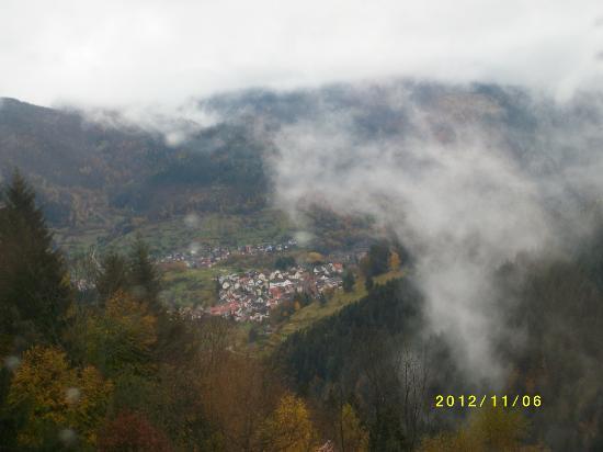Rote Lache Hohenhotel: Blick von Balkon auf Forbach