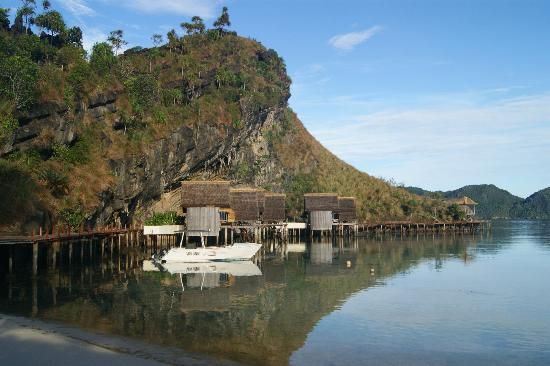Misool Eco Resort : Water Cottages overlooking the lagoon