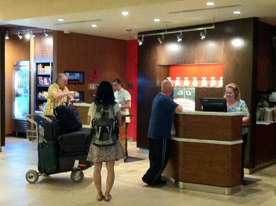 Courtyard by Marriott Maui Kahului Airport: check in counter