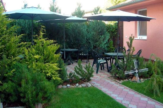 Pension Tiberia: Summer garden with barbecue