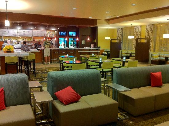 Breakfast dining area picture of courtyard by marriott - East buffet hawaiian gardens price ...