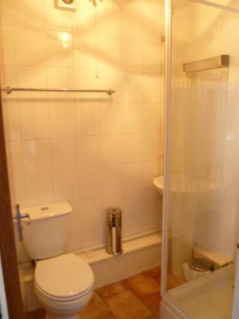 Belle Vue Hotel: room 14 shower room