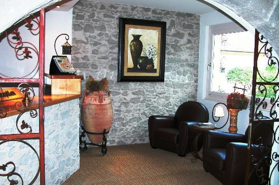 Hotel Le Jura: La reception
