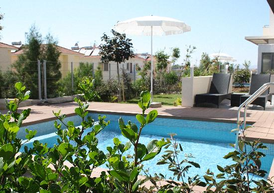 Pervolia, Cyprus: E hotel Villas