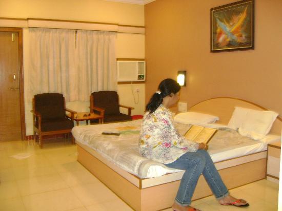 Rasal Beach Resort & Vista Rooms: Inside the room