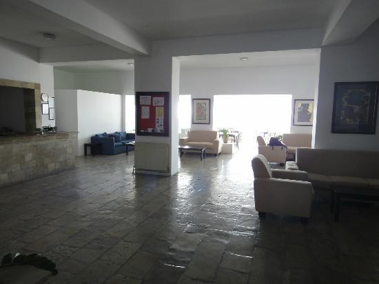 Axiothea Hotel: le vaste accueil de l'hôtel 