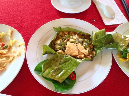 Coconut Tours: chicken with lemon leaf cooked in banana leaf