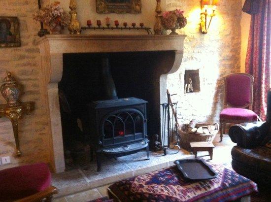 La Cuverie du Chateau : Fireplace