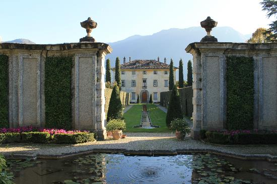 Colonno, Italien: Villa Balbiano from Greenway path