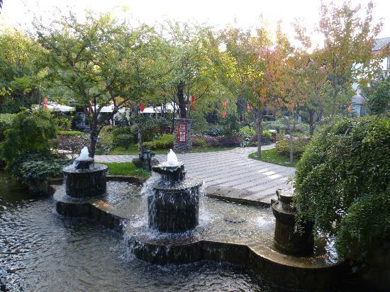 Conifer Lishui Yang'guang Hotel: gardens