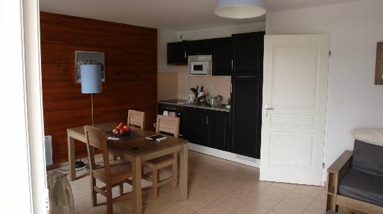 Lagrange Prestige Residence le Belvedere: Séjour côté cuisine