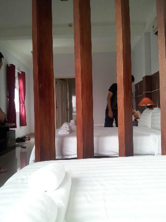 Meraki Hotel: Wooden divider