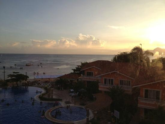 Estrellas de Mendoza Playa Resort: Sunset view from scenic elevator