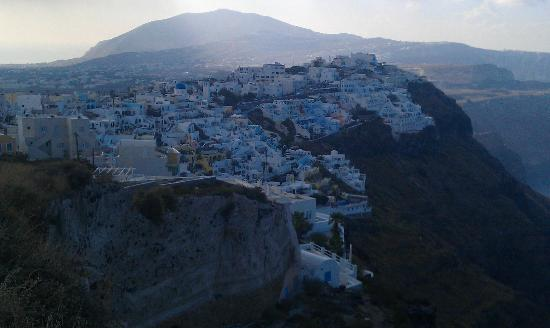 Aeolos Studios & Suites : View south towards Fira
