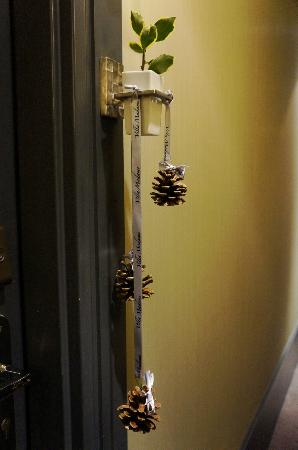 วิลล่า มาดาม: Xmas 2011 decoration outside room near door