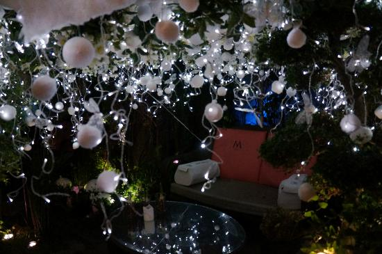 Villa Madame: Outdoor courtyard with Xmas 2011 decorations