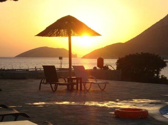 Aquapetra Hotel: ανεπανάληπτο ηλιοβασίλεμα...