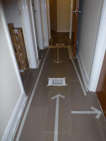 Barkston Rooms: couloir qui mène à la chambre
