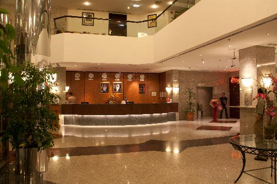 Avari dubai hotel for Polynesian design hotel dubai