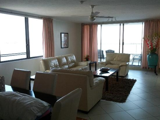 Beaconlea Tower Apartments: Dining/Lounge room (nicest room in apartment)