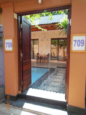 Lavender Villa & Spa: Villa entrance