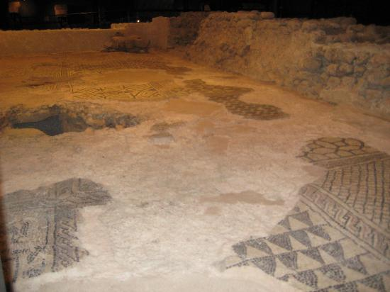 Archeological Site at St. Pierre's Cathedral : ancient floor