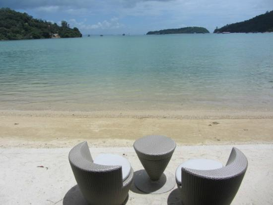 Phuket Panwa Beachfront Resort: By the sea dining