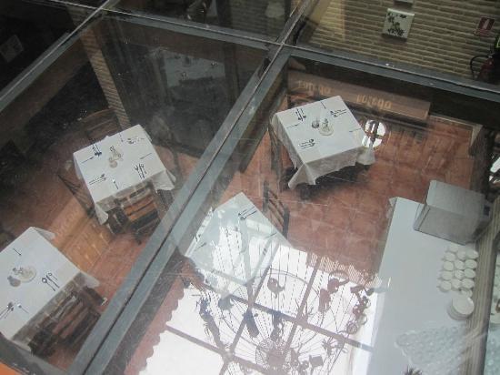 El Hostal Puerta Bisagra : vista desde suelo de recepción