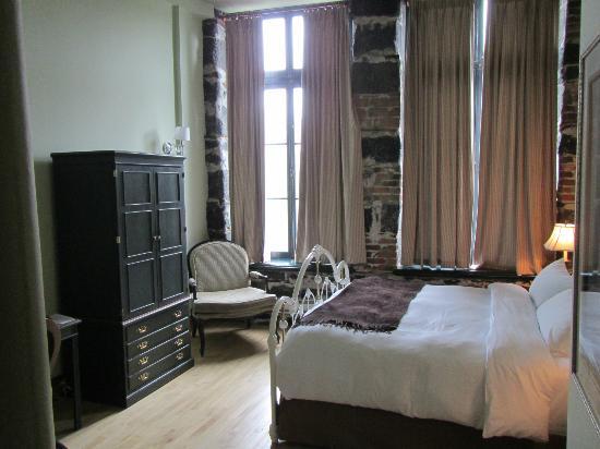 Auberge du Vieux-Port: Room 102 