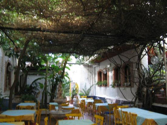 Hotel da Peppe: внутренний дворик