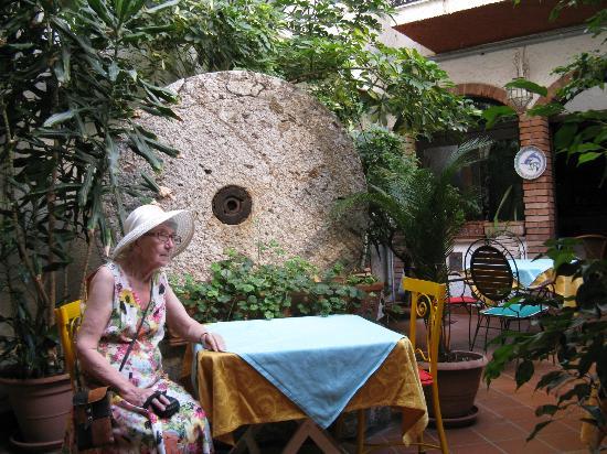 Hotel da Peppe: Завтрак в саду