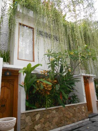 Villa Kayu Raja: Font of villa 1