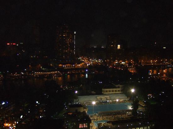 Sofitel Cairo El Gezirah: 部屋からの夜景