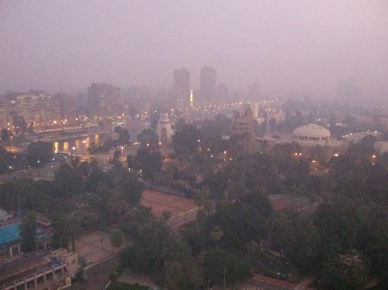 سوفيتيل كايرو الجزيرة: カイロの朝 