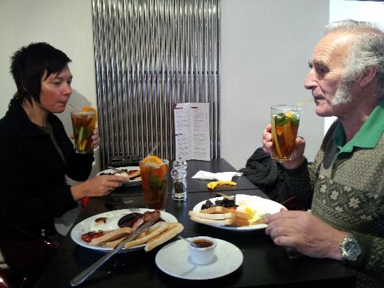 Diego's Cafe: Enjoying a Pimms breakfast at 9:30 in the morning :)