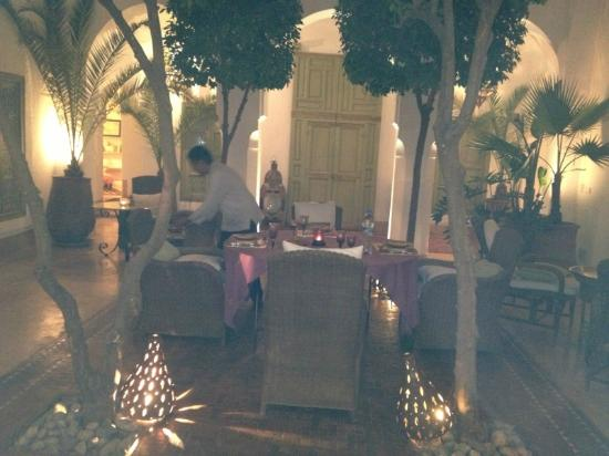 Riad Camilia: dîner dans le patio à ciel ouvert