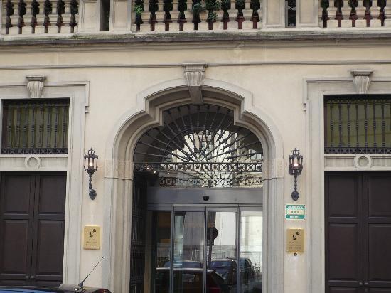Gran Duca di York: l'entrata dell'hotel